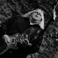 "Concert Review/Photos: Warren Haynes' ""Ashes and Dust"" tour makes a stop at Columbus, Ohio's Newport Music Hall"