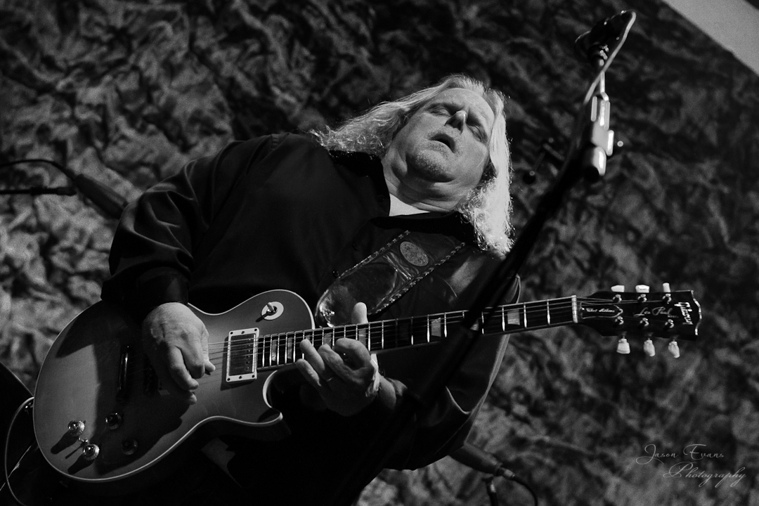 concert review photos warren haynes ashes and dust tour makes a stop at columbus ohio s. Black Bedroom Furniture Sets. Home Design Ideas
