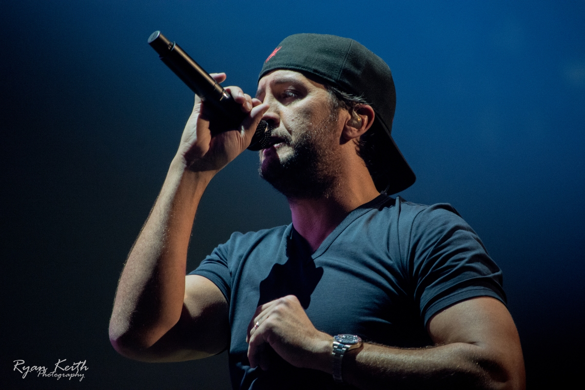 "Luke Bryan's ""What Makes You Country"" EXCLUSIVE photo gallery & concert review!"