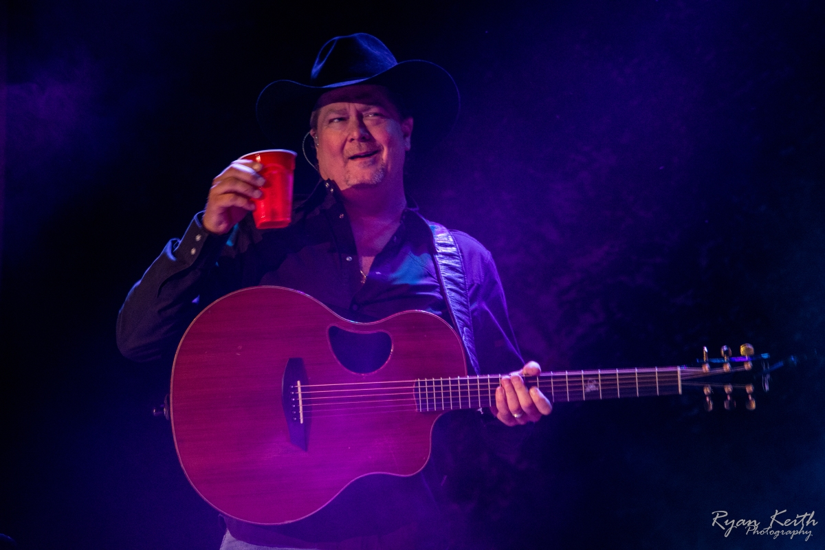 Tracy Lawrence in concert at Renfro Valley EXCLUSIVE Photo gallery & review