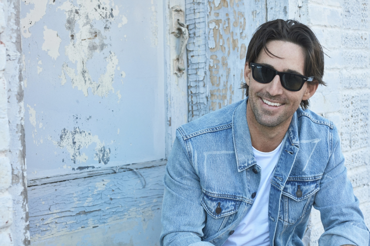 Jake Owen partners with Bud Light to bring fans an intimate performance