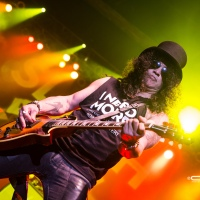 SLASH Live & Exclusive Photos!
