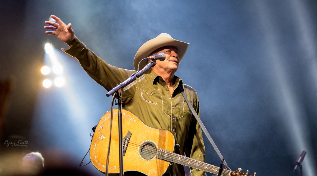Alan Jackson Performs to SOLD OUT KFC YUM! Center in Louisville, KY.