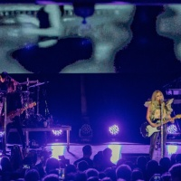 Avril Lavigne With Jagwar Twin LIVE Music Review and Photo Gallery